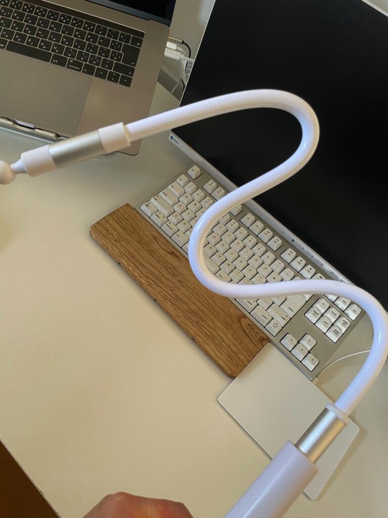 ぐにゃぐにゃ曲がる、デスク用の最強のiPad miniスタンド