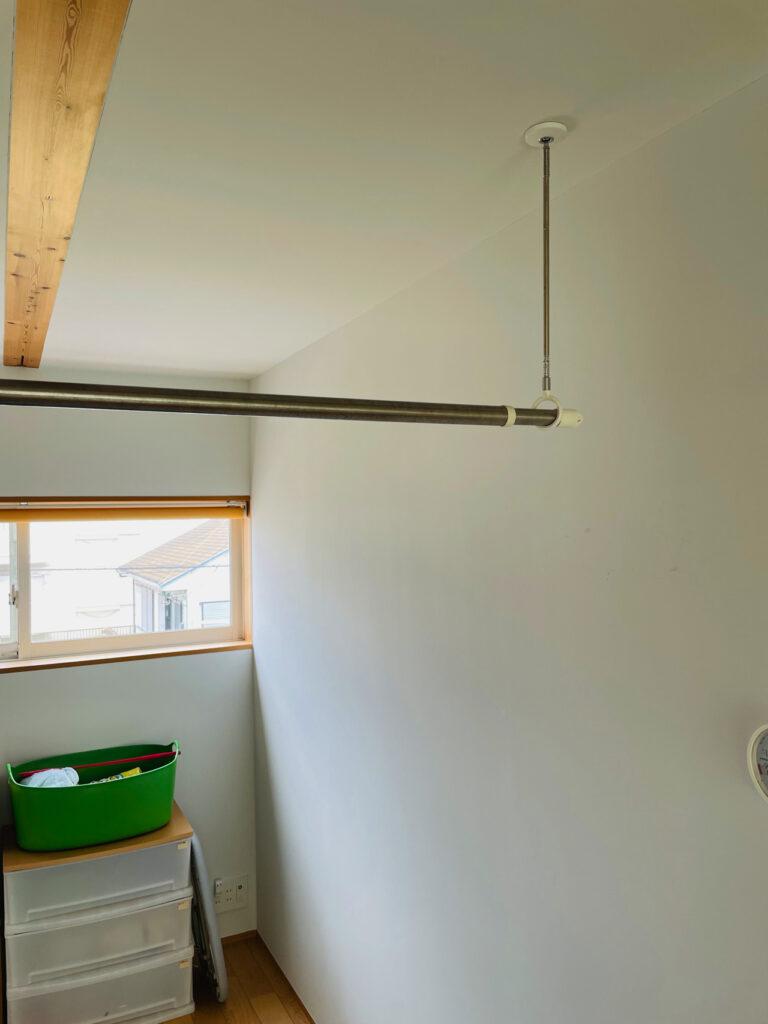 無印良品の木の家にある、室内で洗濯物を干す棒