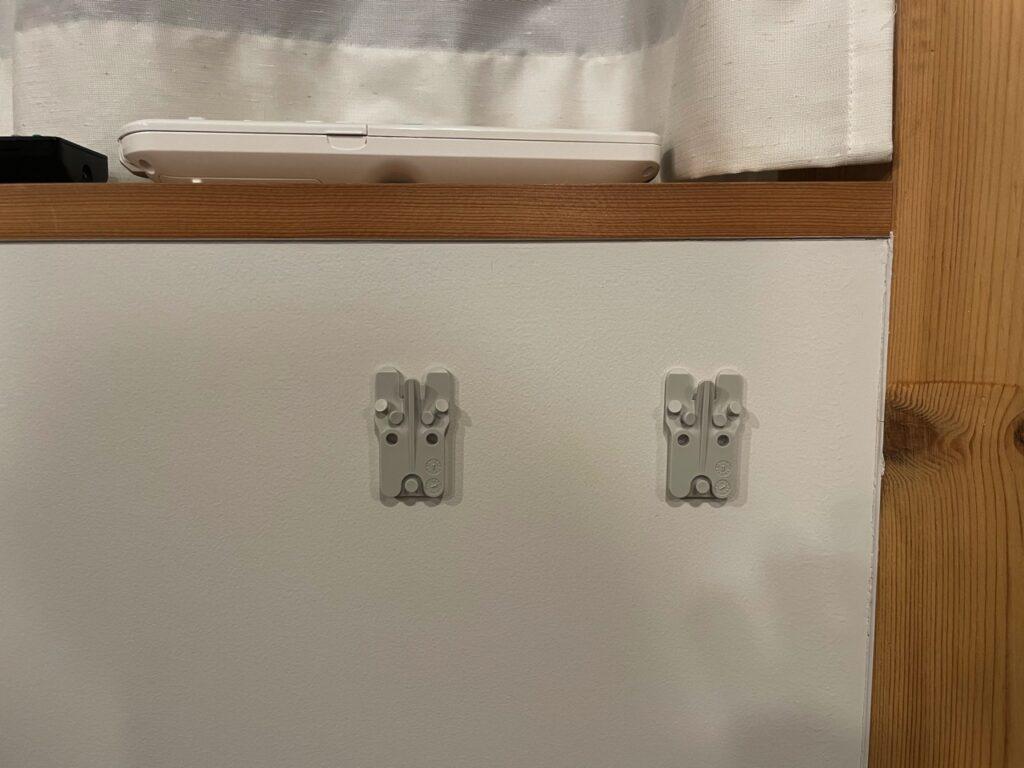壁に付けられる家具ポケット オーク材の取付